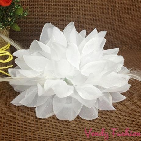 Květ do vlasů bílý