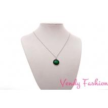 Ocelový náhrdelník se zeleným malovaným kabošonem
