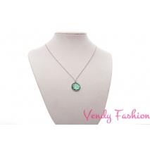 Ocelový náhrdelník s malovaným metlickým zeleným kabošonem