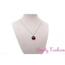 Ocelový náhrdelník s malovaným červeným kabošonem s proužky