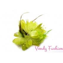 Květina do vlasů s peřím zelená