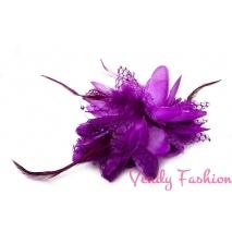 Květina do vlasů s peřím fialová