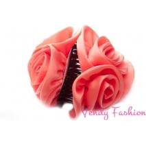 Skřipec do vlasů s růžemi béžový