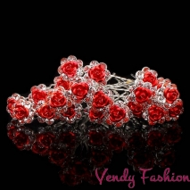 Vlásenka s červenou růžičkou