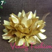 Květ do vlasů zlatý
