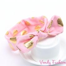 Světle růžová dětská vázaná čelenka se zlatými puntíky