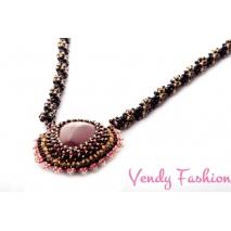 Šperk Zuzany Bubílkové černý s karneolem